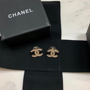 Chanel cc logo studs